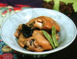 テビチの煮付け (豚足の煮物)の写真